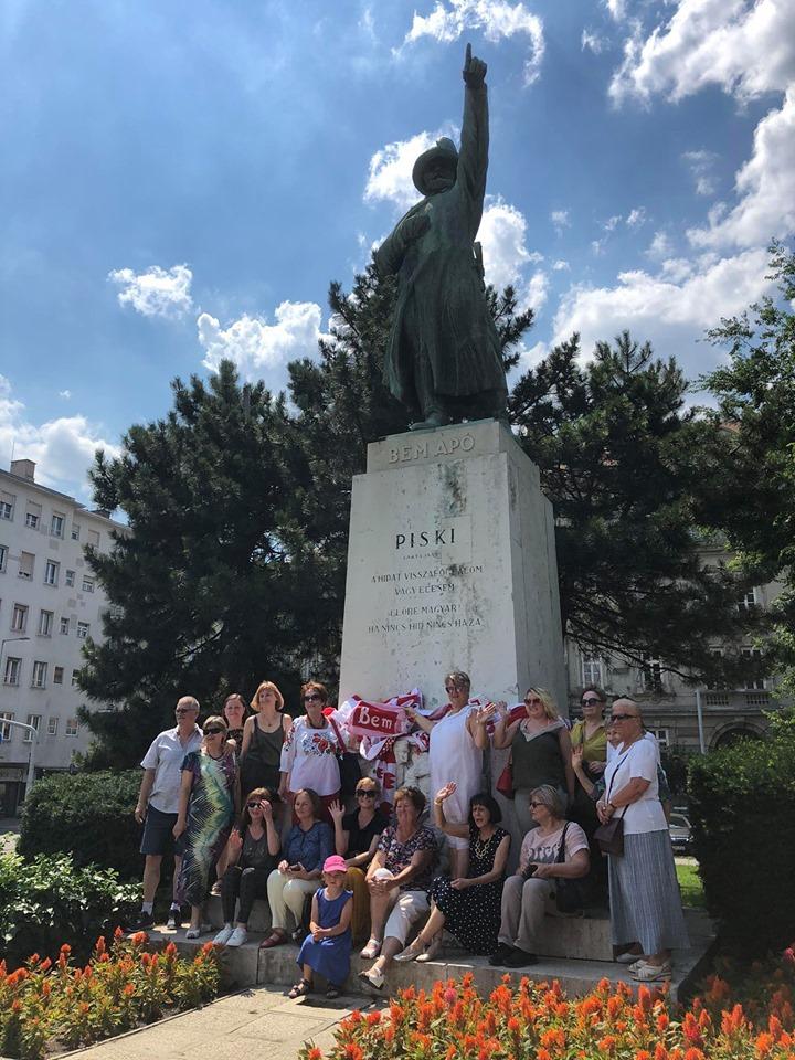 polski flashmob w Budapeszcie - szalikowcy
