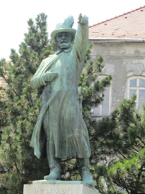 pomnik Bema w Budapeszcie - flashmob Polonia Nova