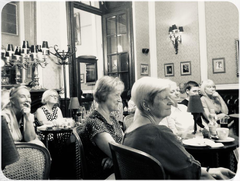 Uczestnicy Narodowego Czytania w Budapeszcie 2021
