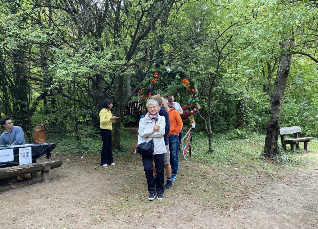 ostatni Polacy przechodzą przez bramę przyjaźni w Budapeszcie